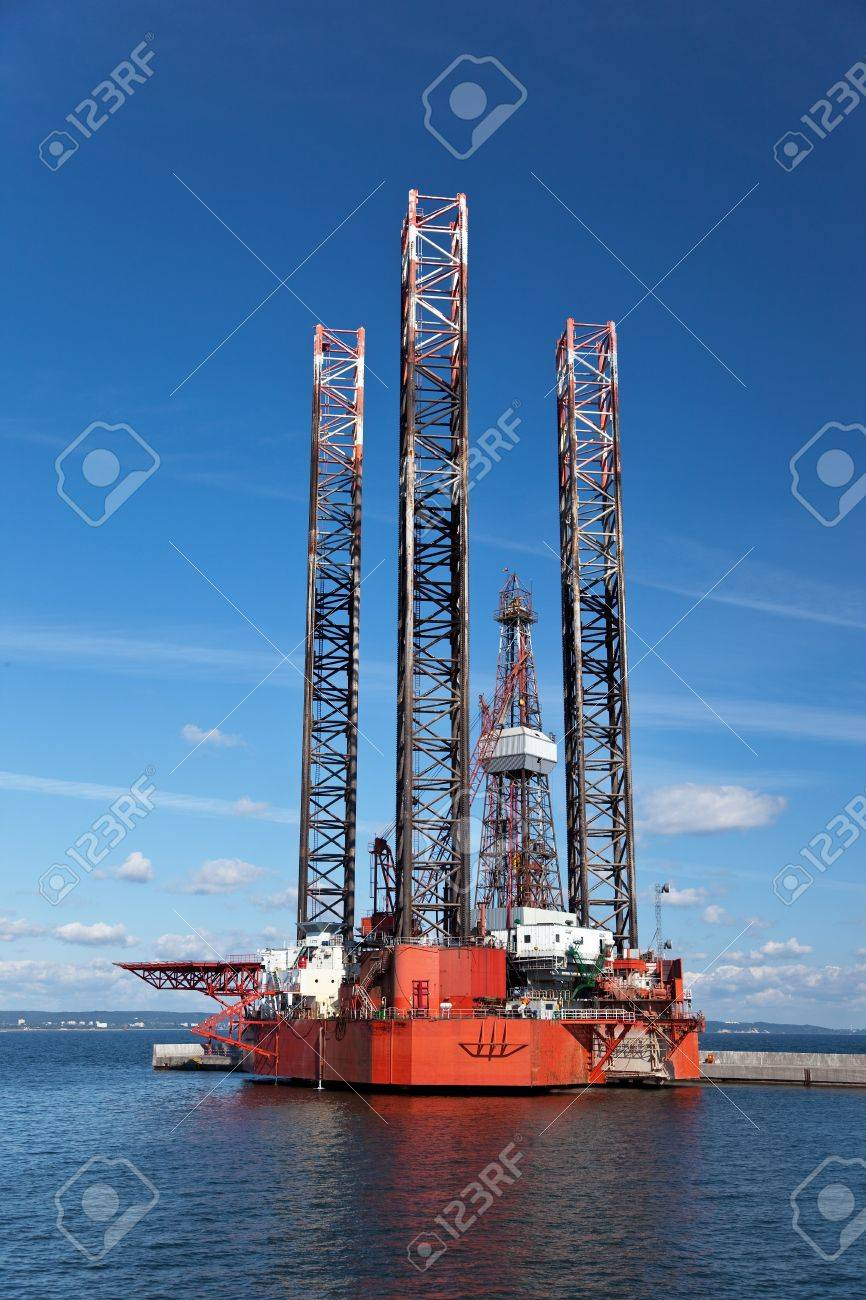 Offshore drilling on the background of blue sky. Stock Photo - 7798888