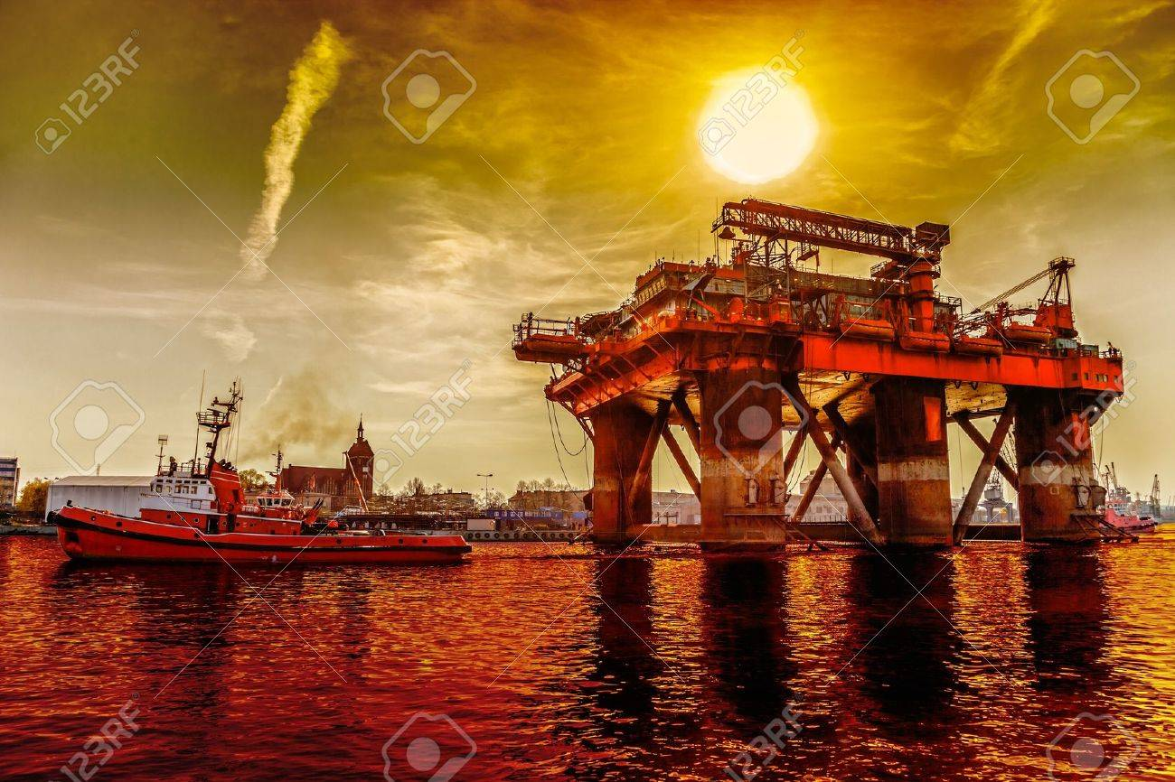 Oil rig in the dramatic scenery Stock Photo - 17870421