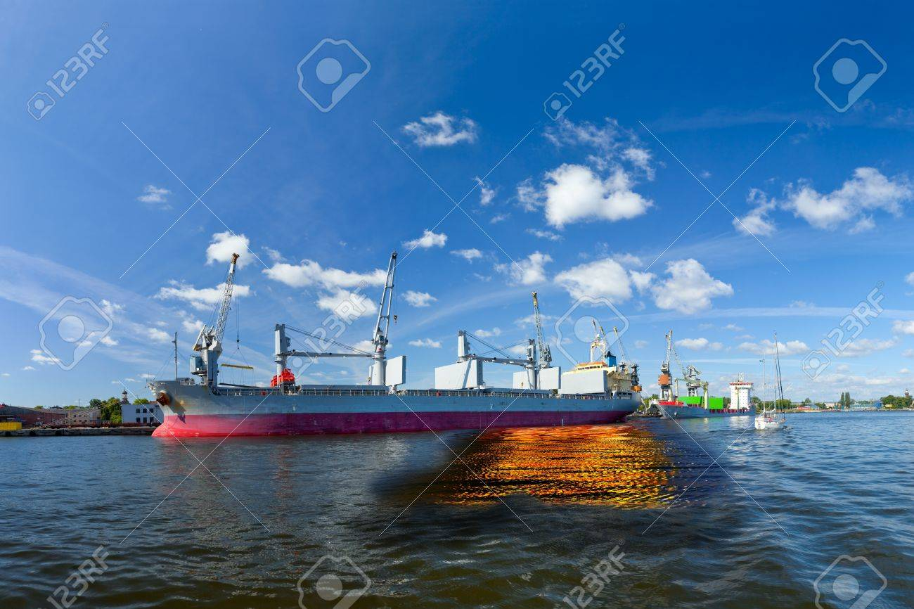 Oil spill from the ship - Image is an artistic digital rendering Stock Photo - 17862042