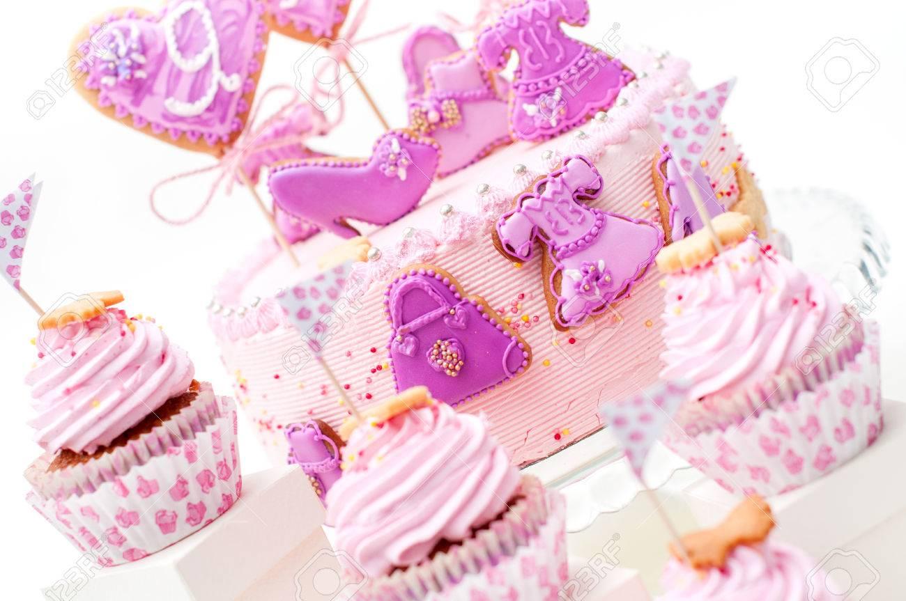 Rosa Und Violett Madchen Geburtstagskuchen Lizenzfreie Fotos Bilder