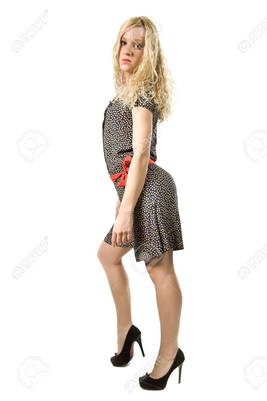702c1f9195a9 Giovane donna in un elegante abito con una cintura rossa isolato su bianco  Archivio Fotografico -