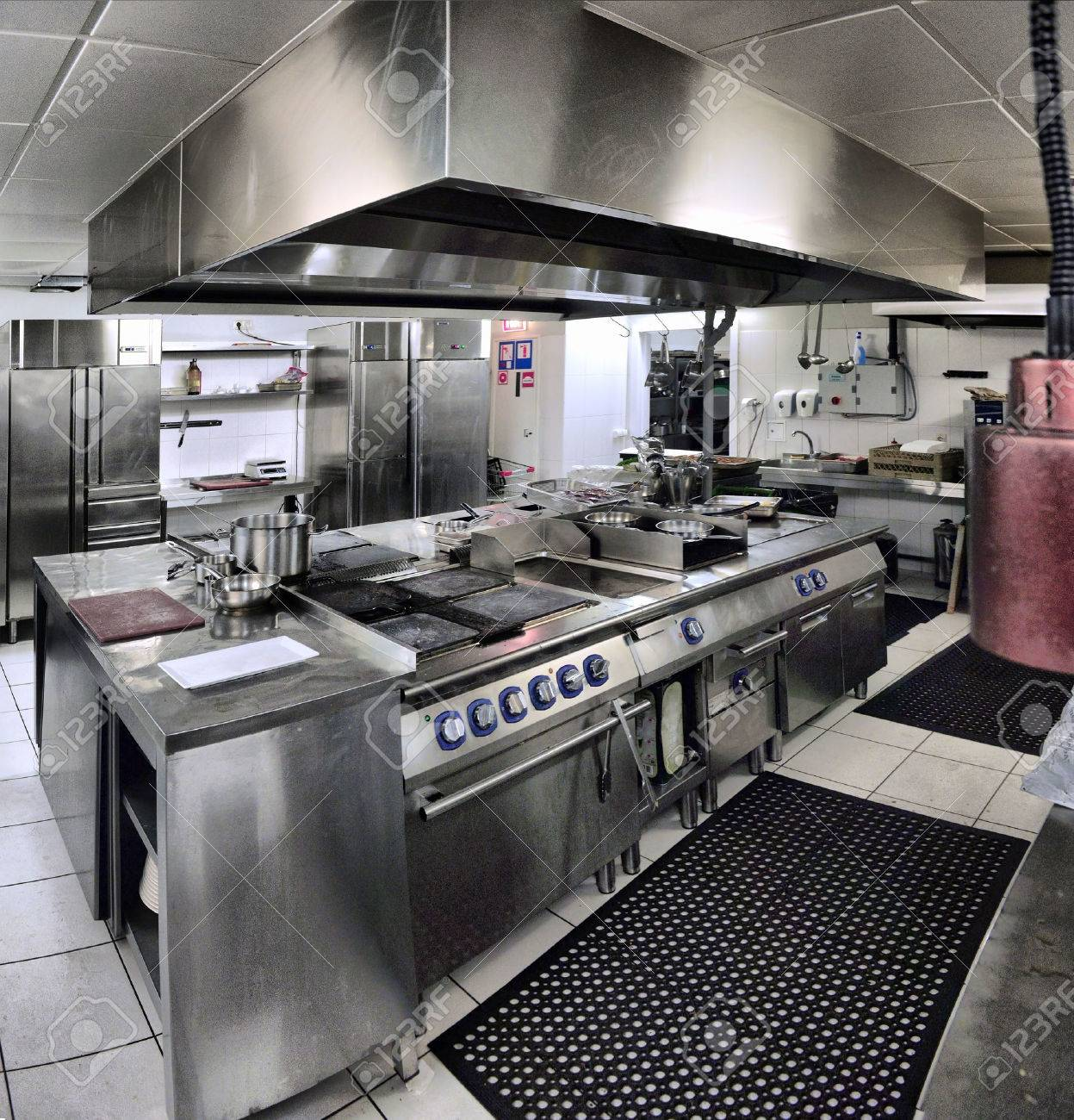 Typische Innere der Küche in einem Restaurant