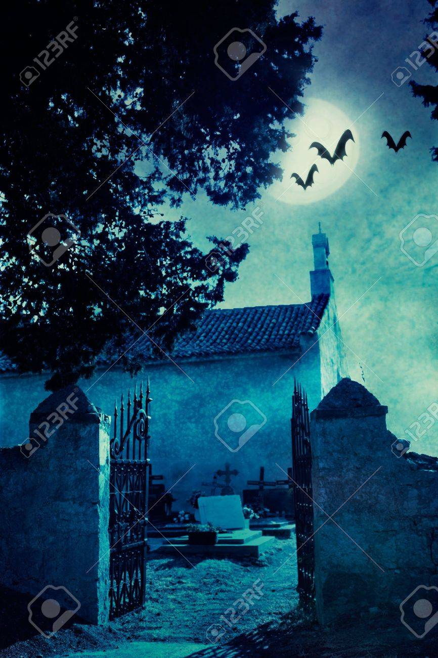 Halloween illustration with spooky graveyard and full moon Stock Photo - 10800042