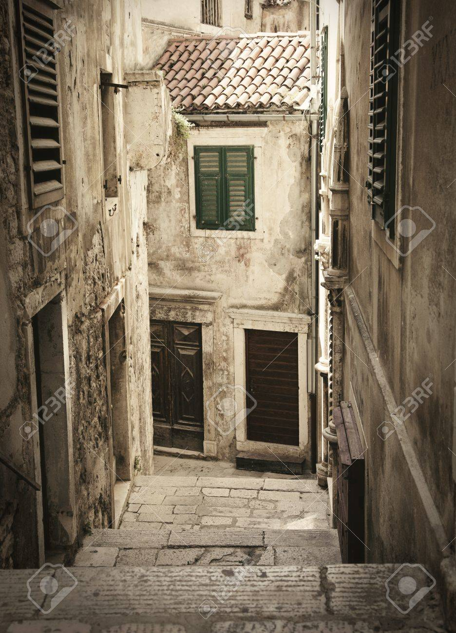Stone medieval old alley - 13712502