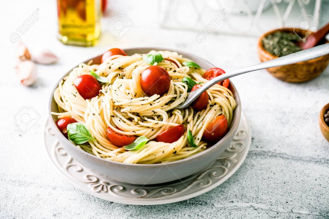 Cuisine Italienne Pates A L Huile D Olive L Ail Le Basilic Et Les