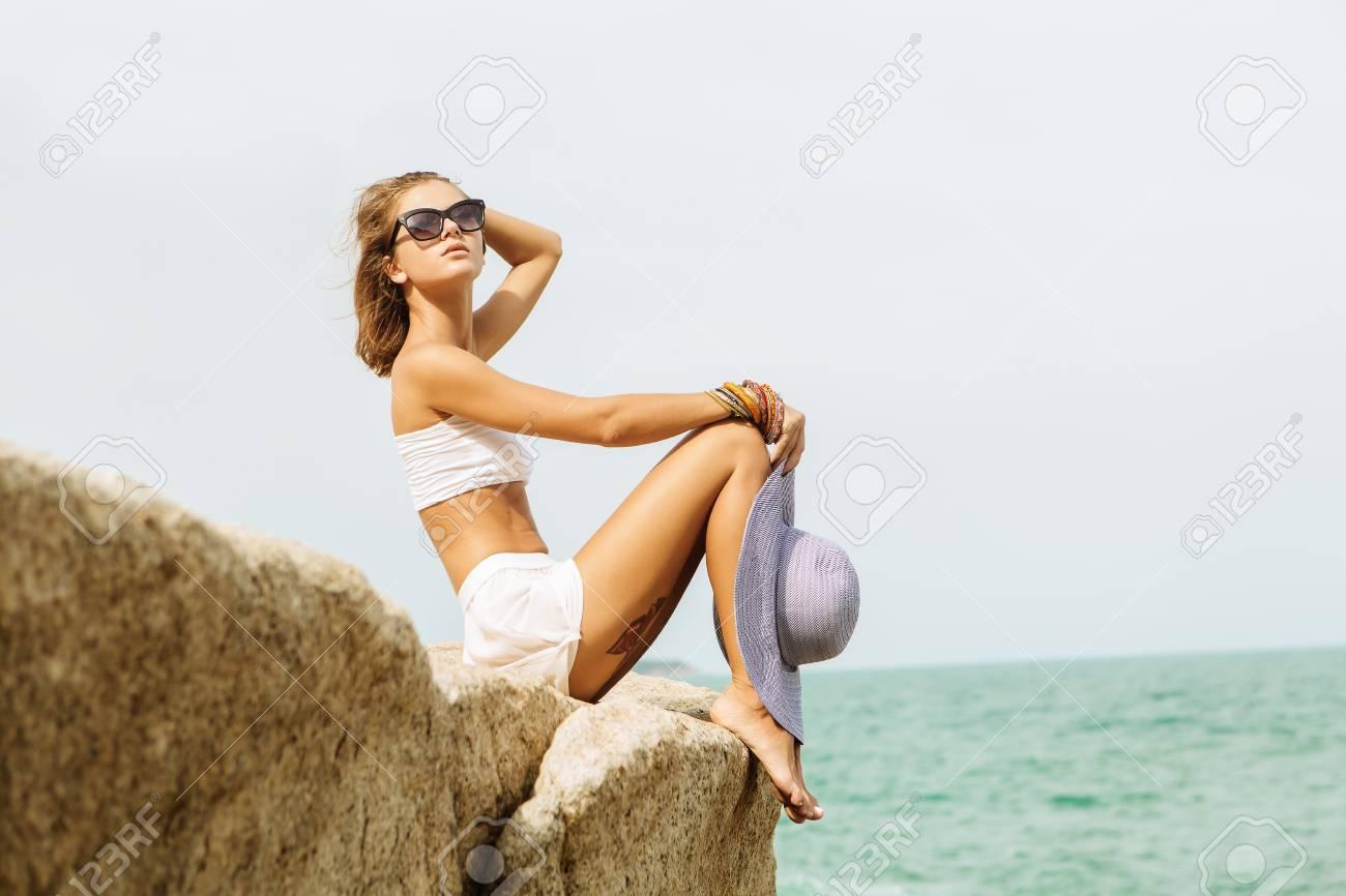 De Chapeau Dame D'été En Jupe Et BlancheHaut Paille Belle S rCxoBedWQ