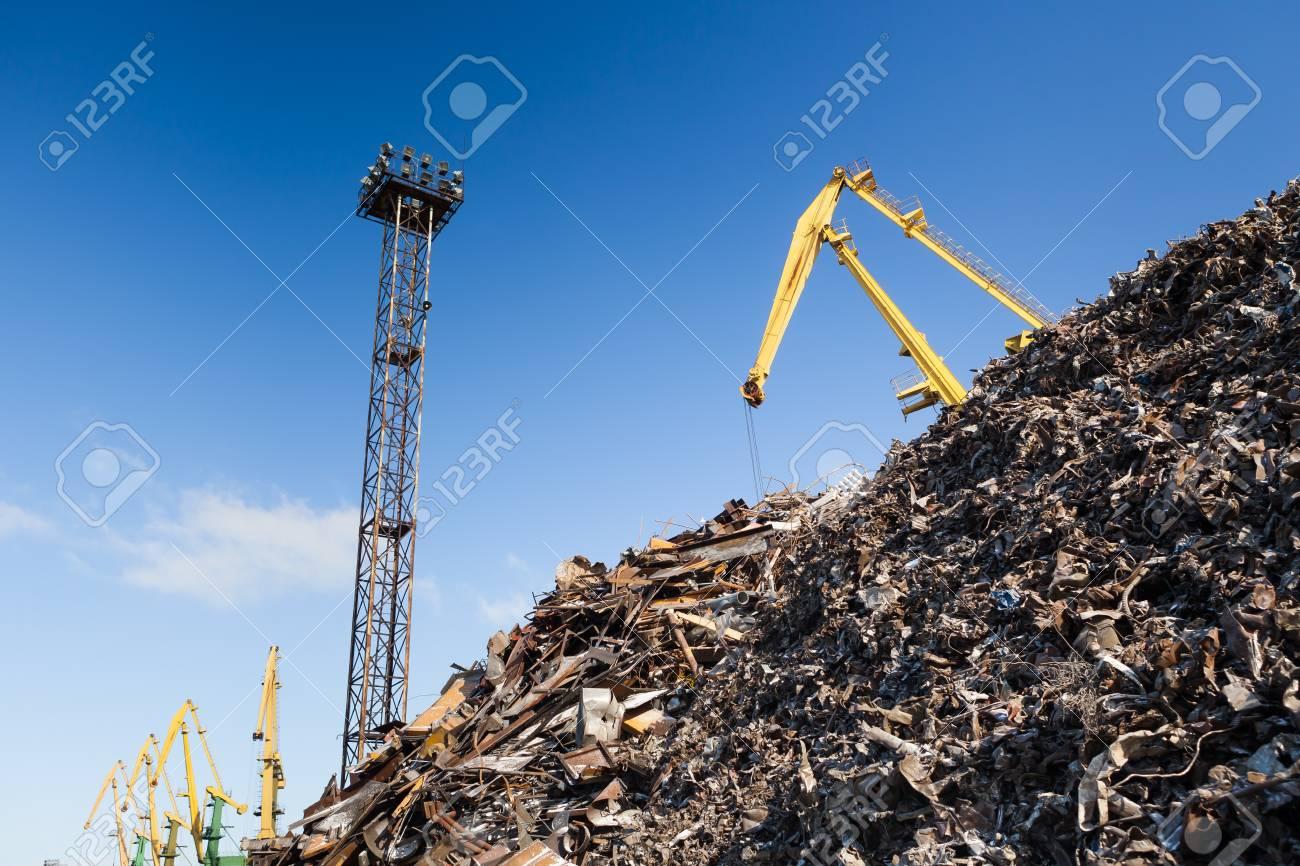 scrap metal loading Stock Photo - 20363479