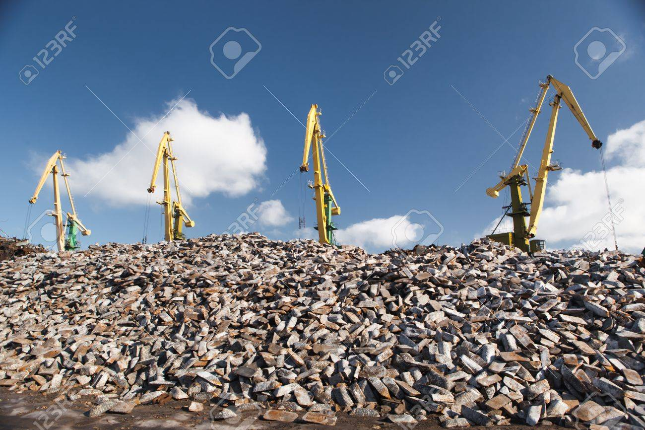 cast iron (pig iron) loading Stock Photo - 20363490