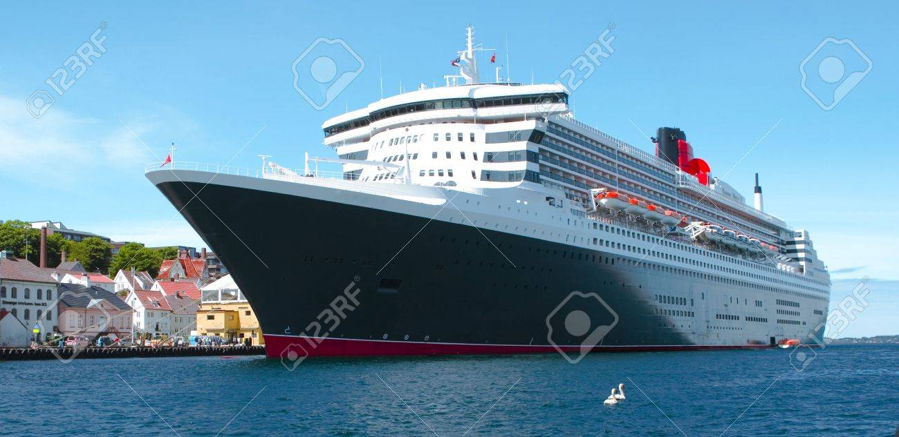 big cruise ship Stock Photo - 7297084