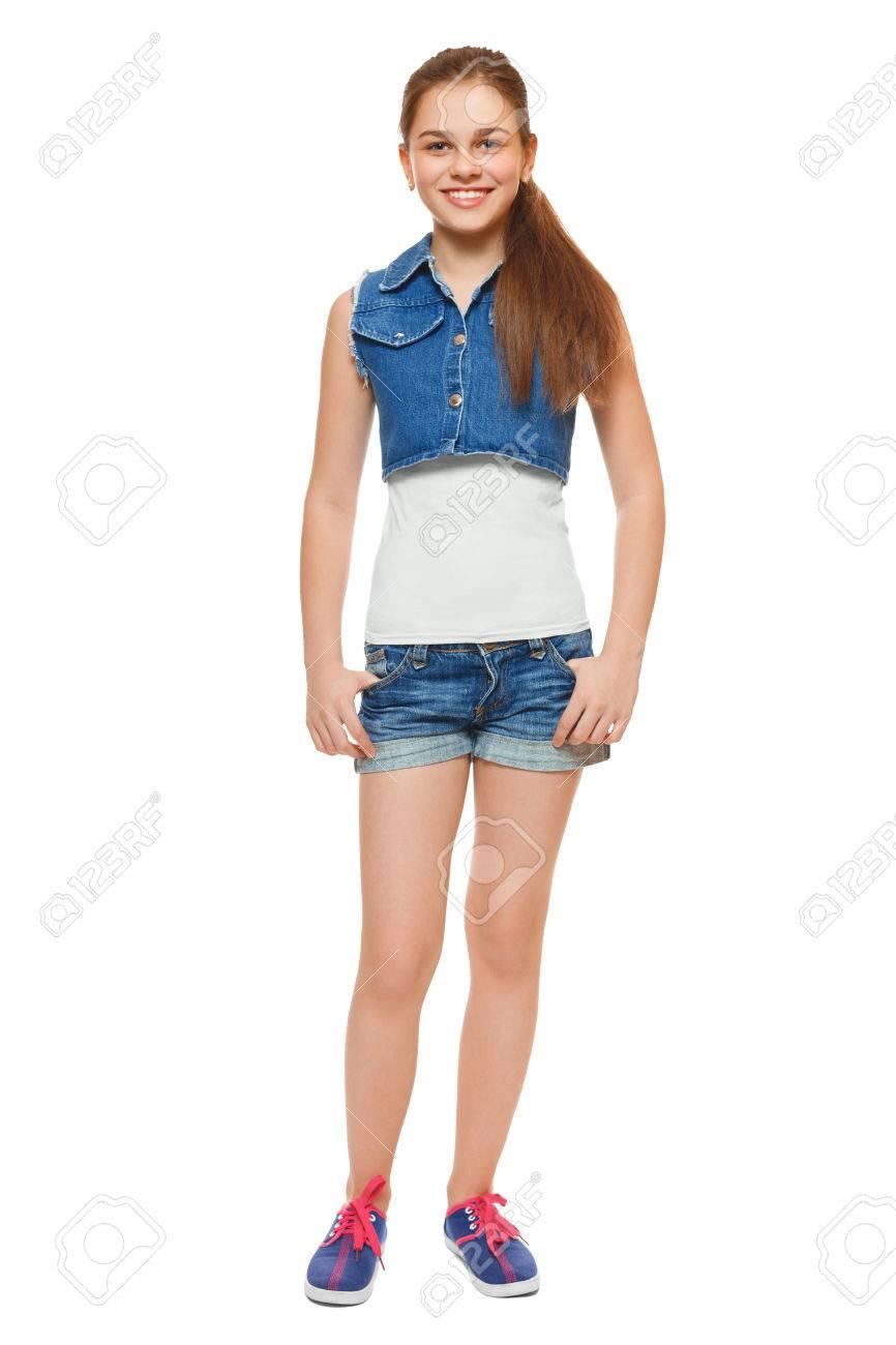 Kostuumvest Op Jeans.Stijlvolle Jonge Meisje In Een Jeans Vest En Denim Shorts Street Style Tiener Lifestyle Geisoleerd Op Een Witte Achtergrond