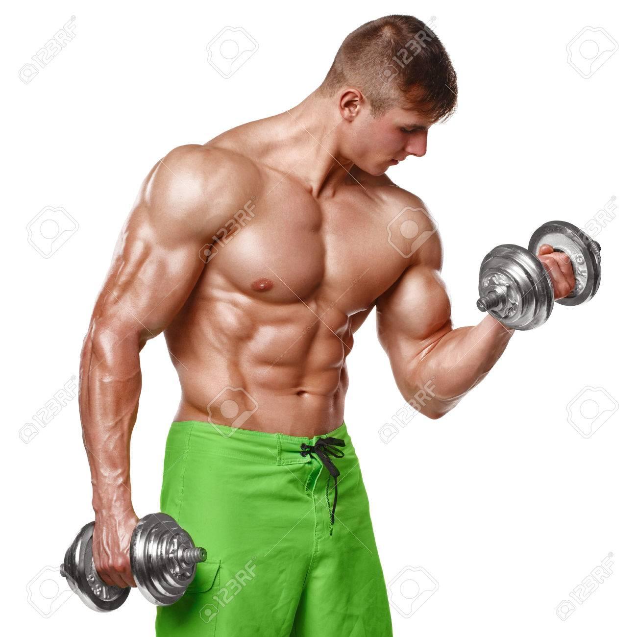 elaboración muscular del hombre haciendo ejercicios con pesas en el