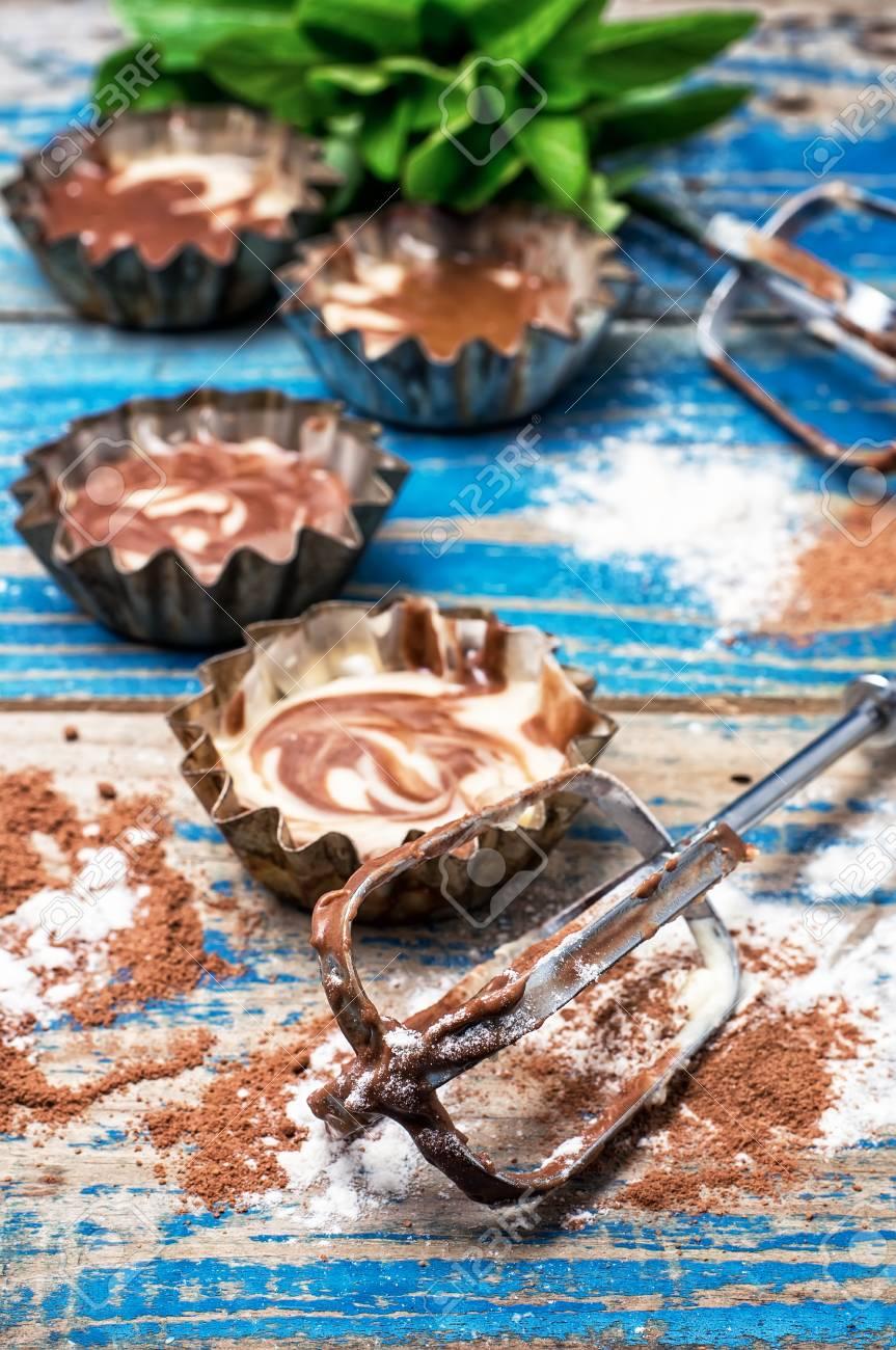 Immagini Stock Processo Di Fabbricazione Dei Muffin Del Caffe Sul