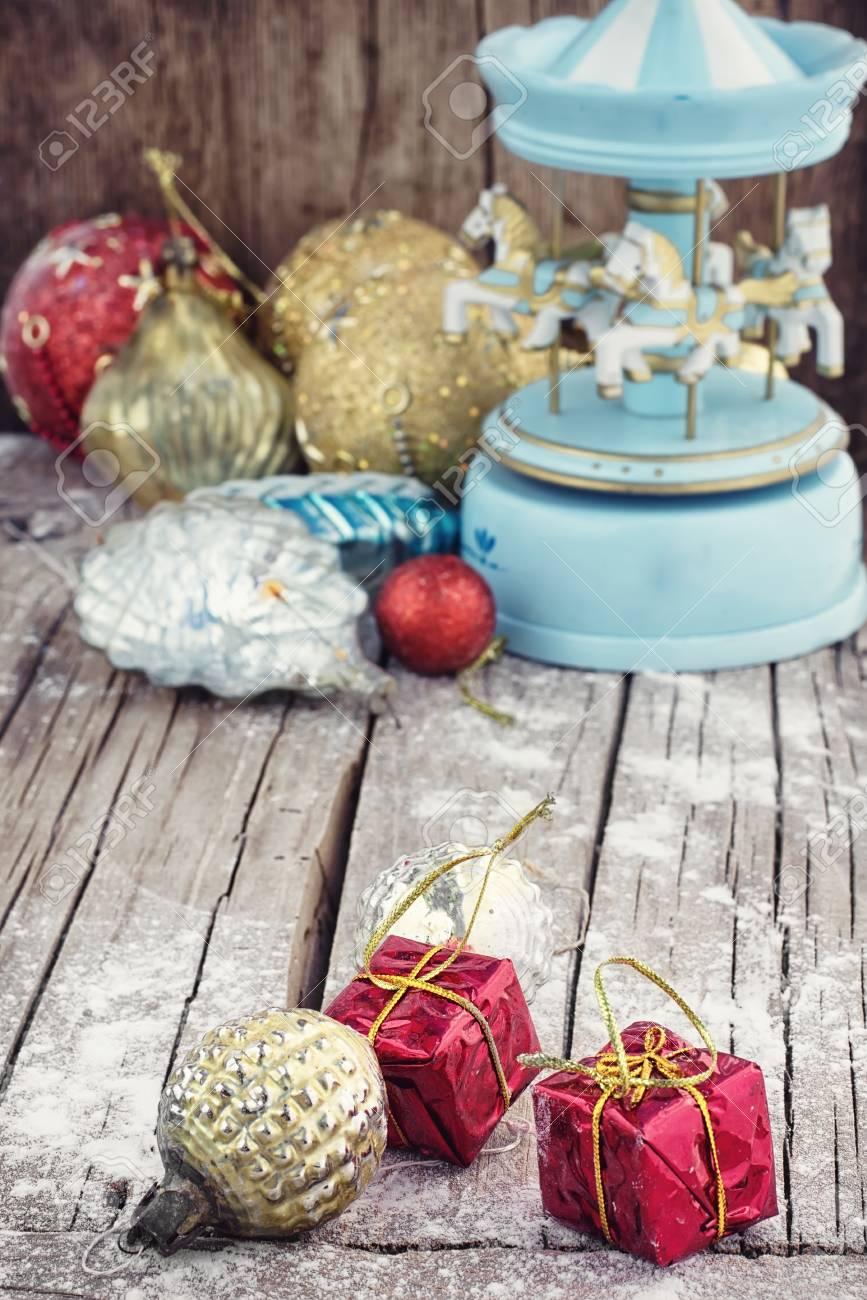 Immagini Di Natale Con Cavalli.Giocattoli Di Natale Retro Sullo Sfondo Del Carosello Di Souvenir Con Cavalli