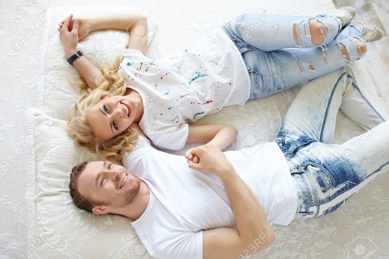 Couple in love sleeping in bed - 37960590