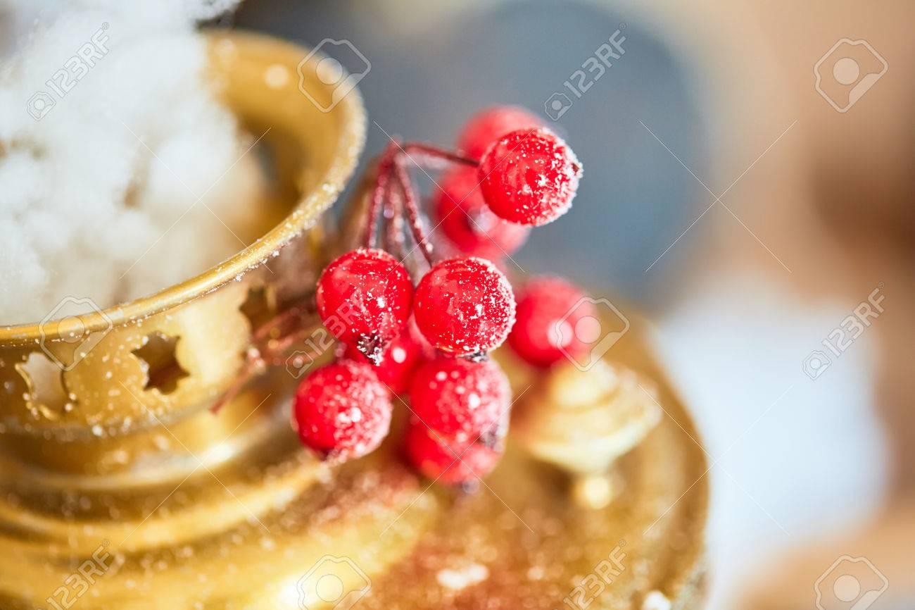 Samovar and cranberry christmas - 82921354