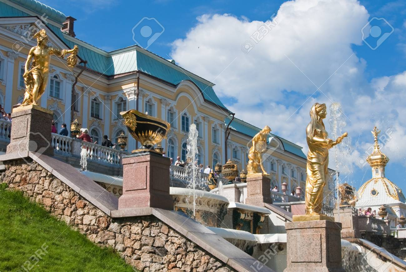 Grand cascade in Pertergof, Saint-Petersburg, Russia. Stock Photo - 12412392