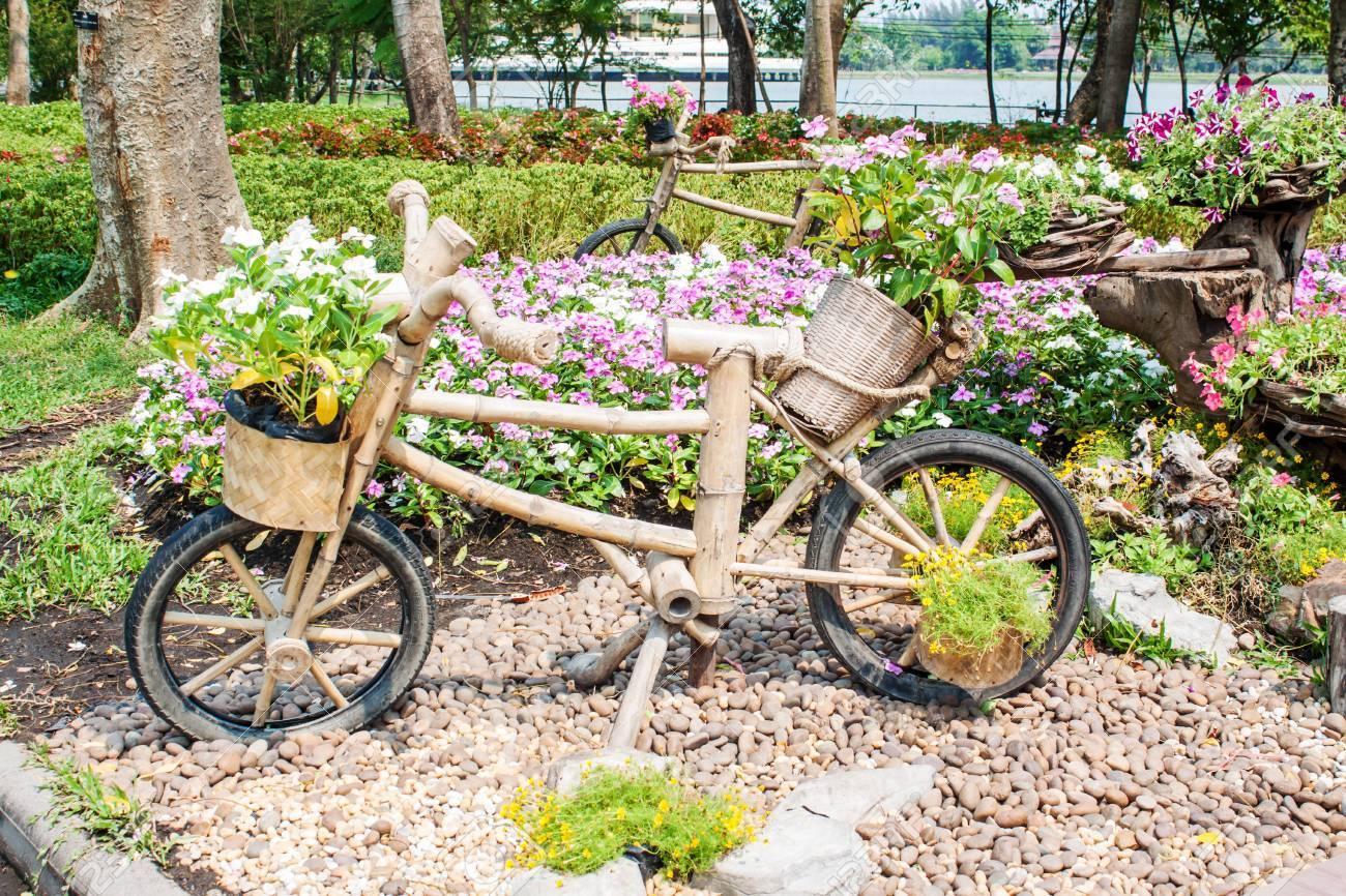 Flores Al Aire Libre Ideas De Jardinera Con La Bici De Madera