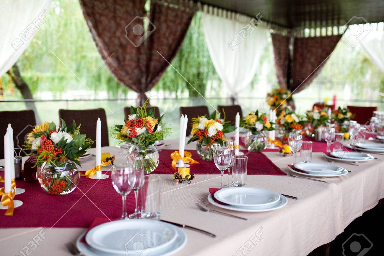 Wedding flowers - tables set for wedding Stock Photo - 11678168