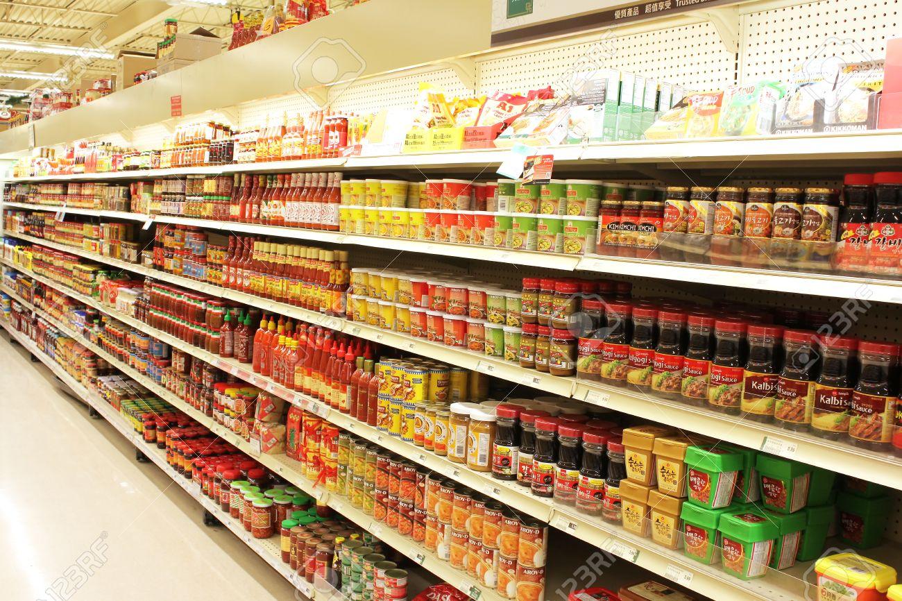 Foto Scaffali Supermercati.Varieta Di Prodotti Sugli Scaffali Di Un Supermercato Asiatico