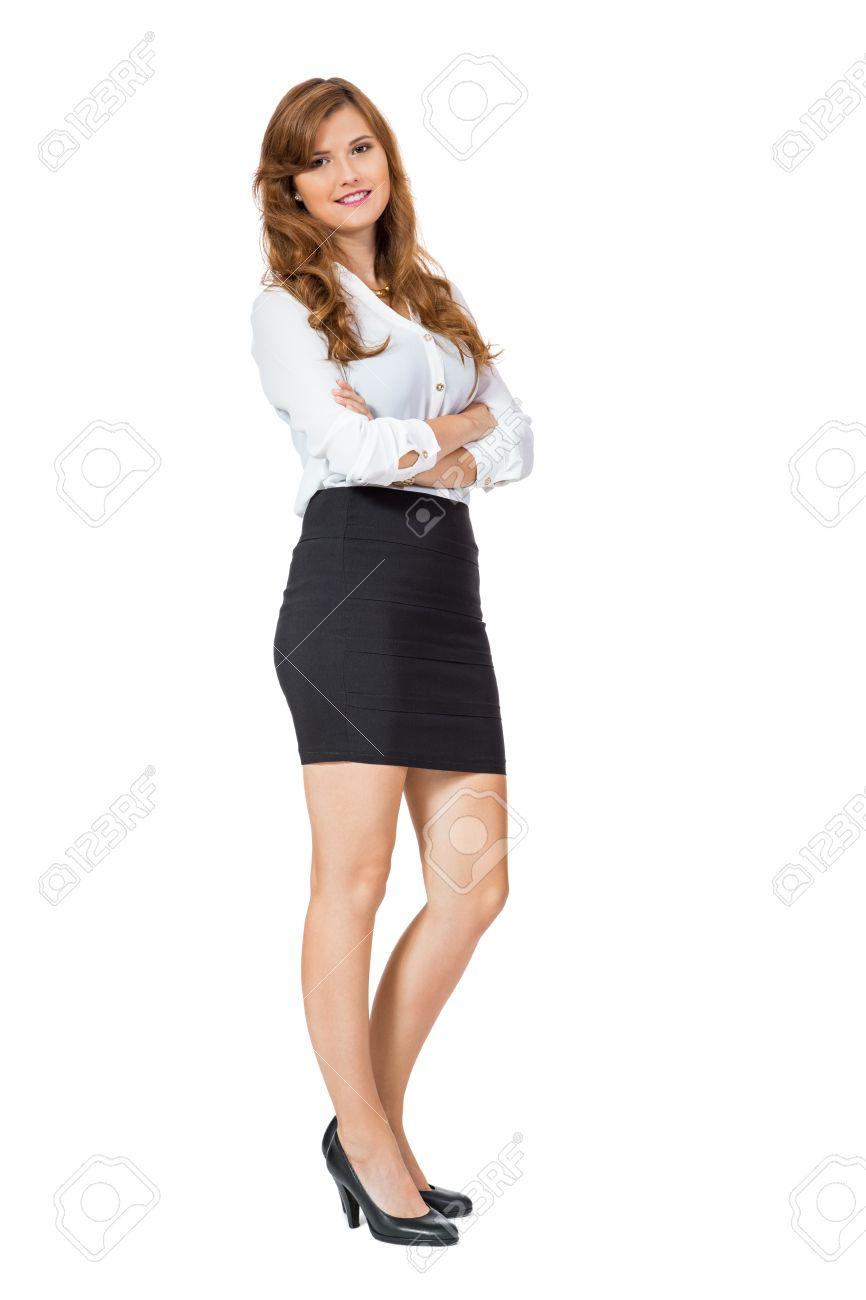 La Empresaria Negro Los Mismo Una Seguro Moda A Atractivo Minifalda Tacones Altos Sonriendo Pie Sí De Con Cruzados El Y Brazos Joven Uso QroWCdBex