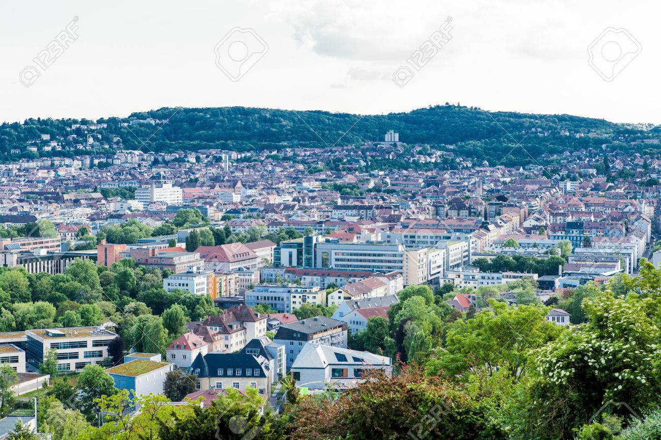 Vista De La Terraza Panorámica De Stuttgart Alemania Que Muestra Modernos Edificios De Gran Altura Entre La Arquitectura Histórica Tradicional Con