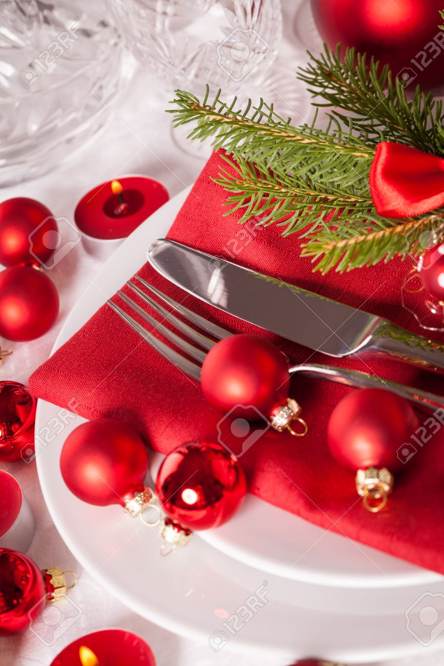 Christmas Place Settings red themed christmas place setting with a colorful red napkin