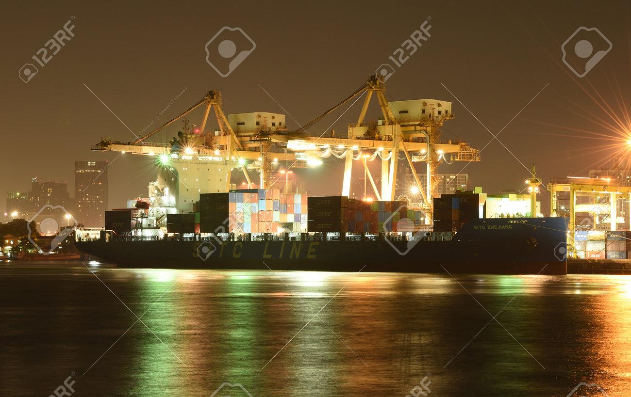 BANGKOK, Februar 26,2015: Hafenbehörde Von Thailand Klongtoey. Der ...