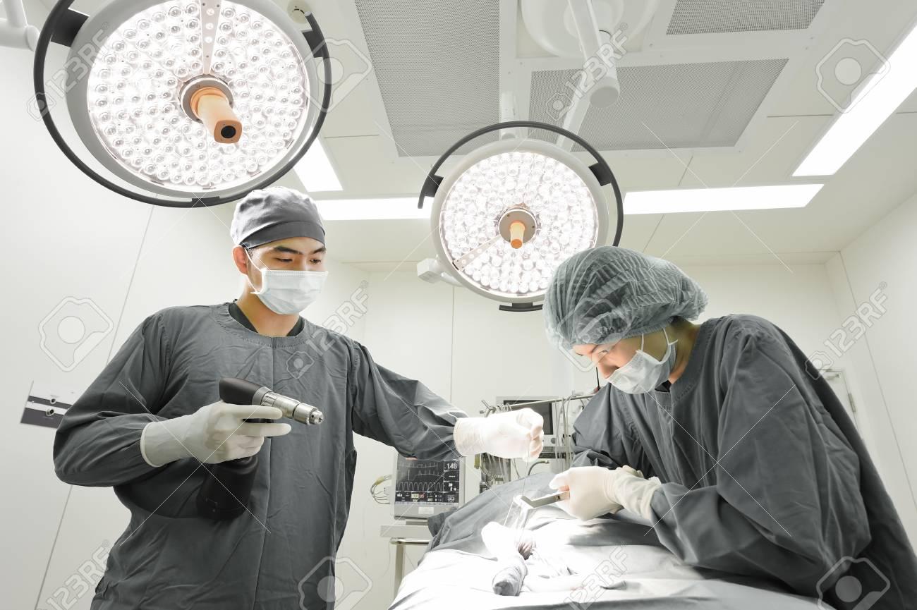 Plafoniera Per Sala Operatoria : Lampada del led nella sala operatoria immagine stock di