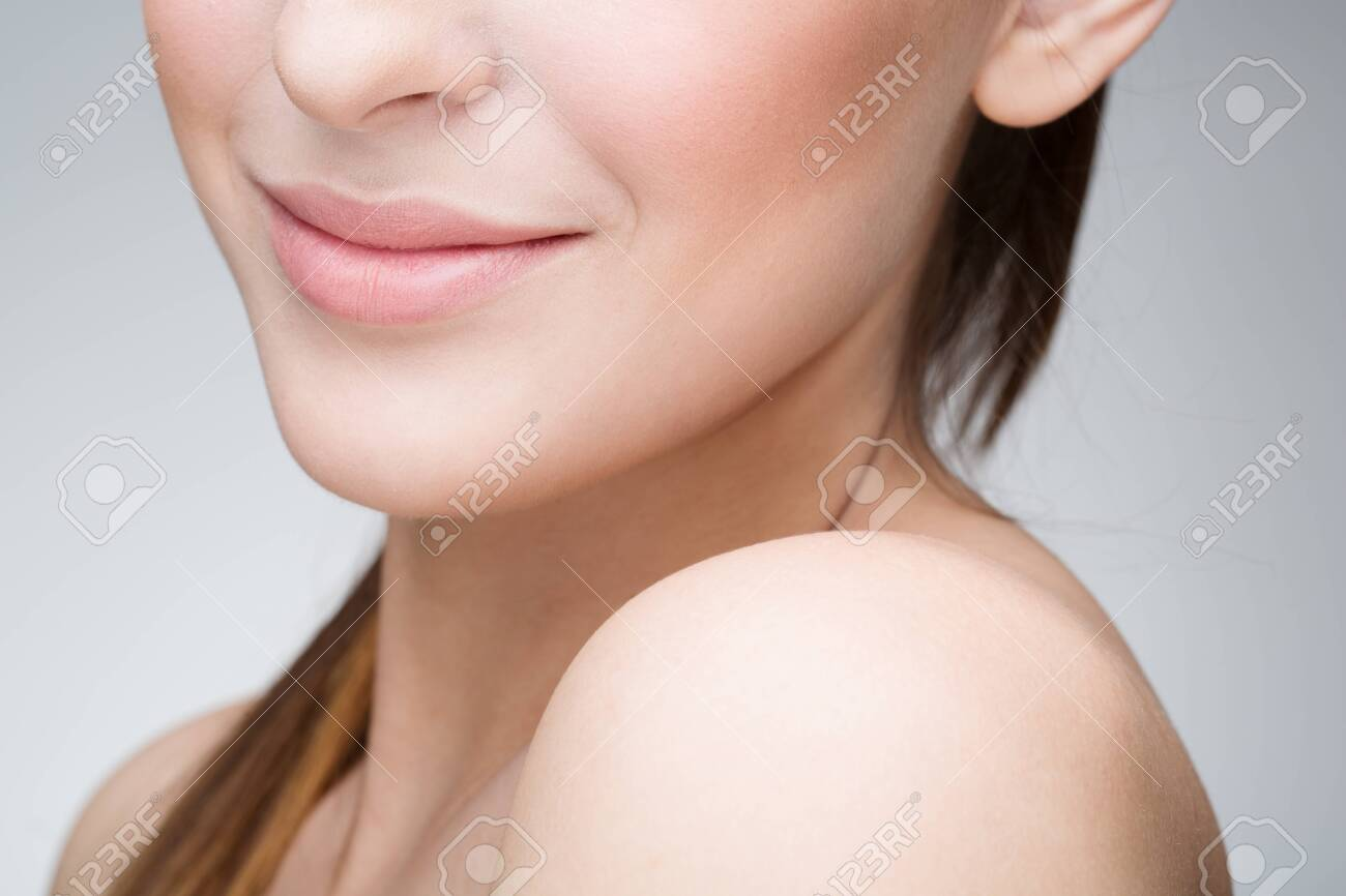 Portrait of young beautiful woman - 30209386