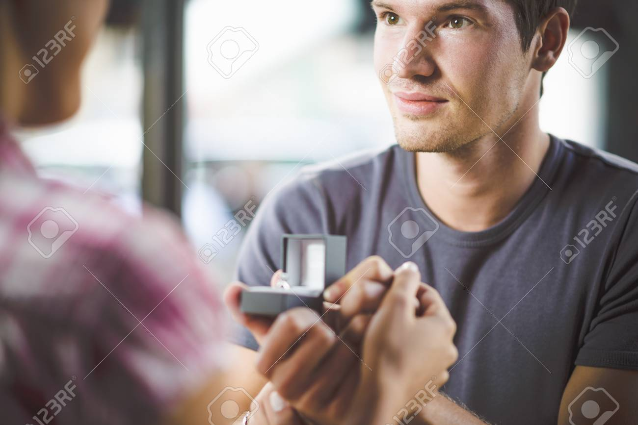 Engagement ring in cafe - 32277748