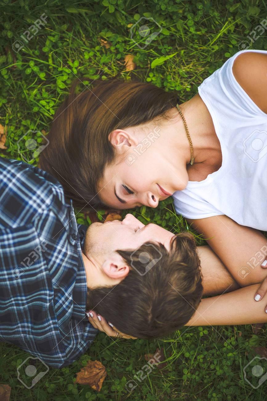Couple lying on grass - 34532355