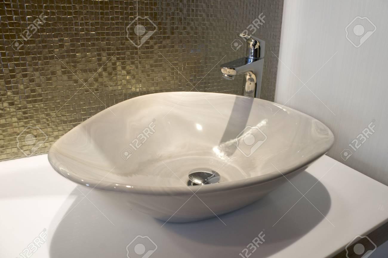 Luxuriose Ron Funken Grun Gold Mosaik Und Waschbecken Auf Bad In