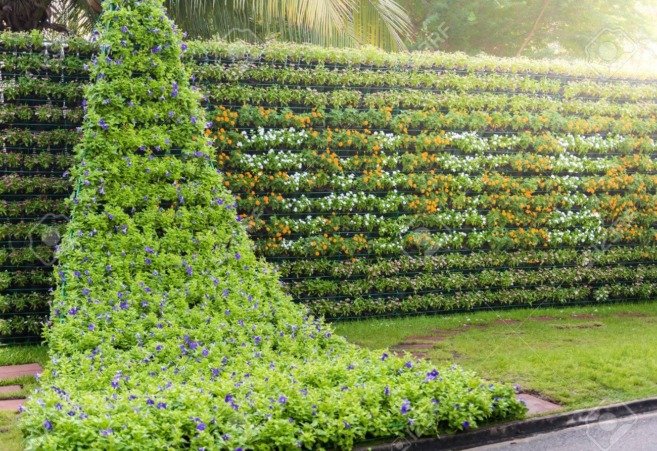 Merveilleux Flower Wall Vertical Garden, At Suanluang RAMA IX Public Park, Bangkok,  Thailand Stock