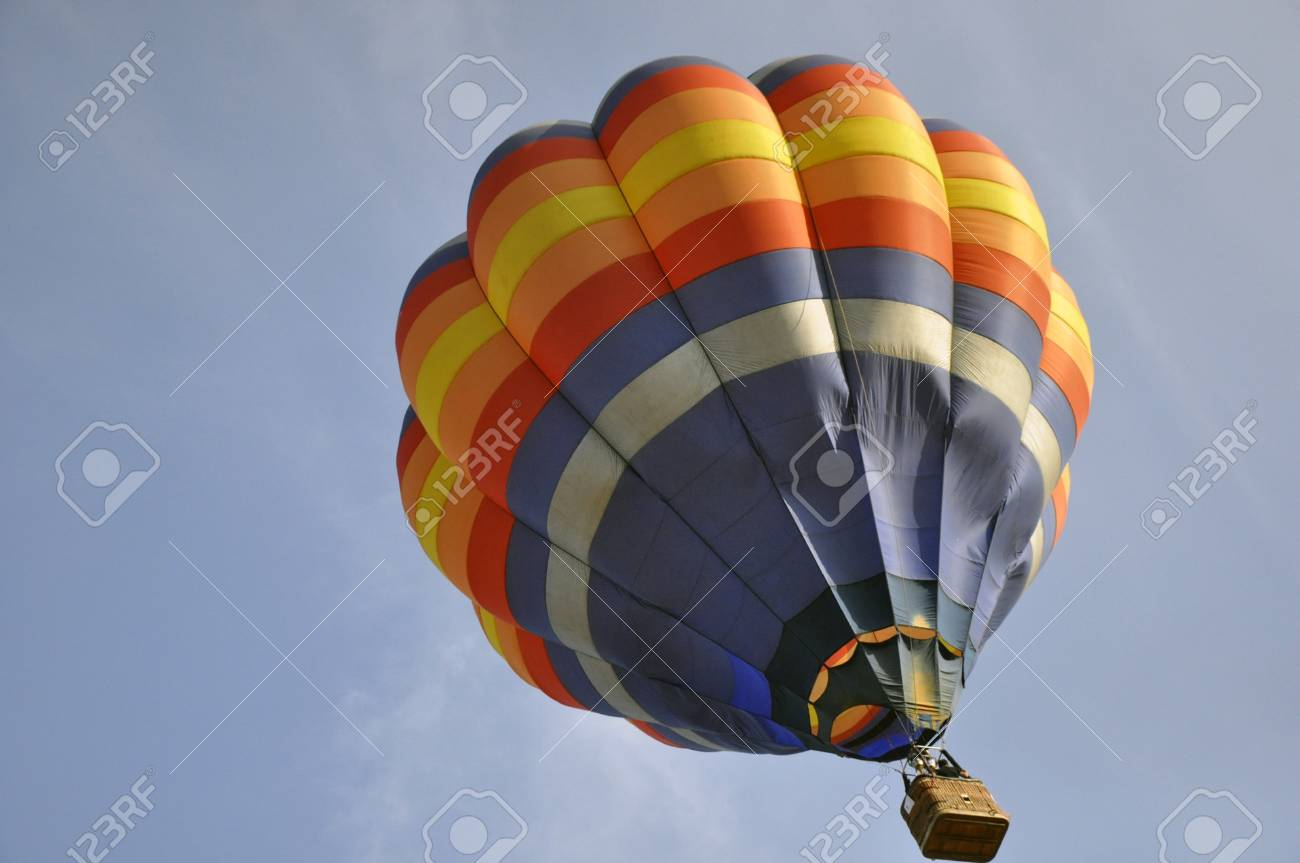 hot balloon on blue sky Stock Photo - 13246218