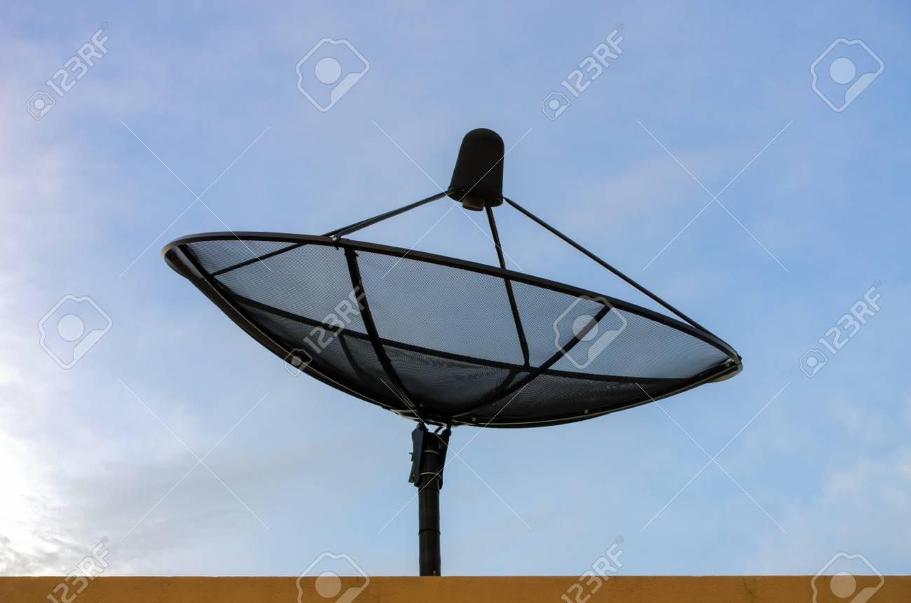antenne parabolique pour la communication. la technologie de réseau