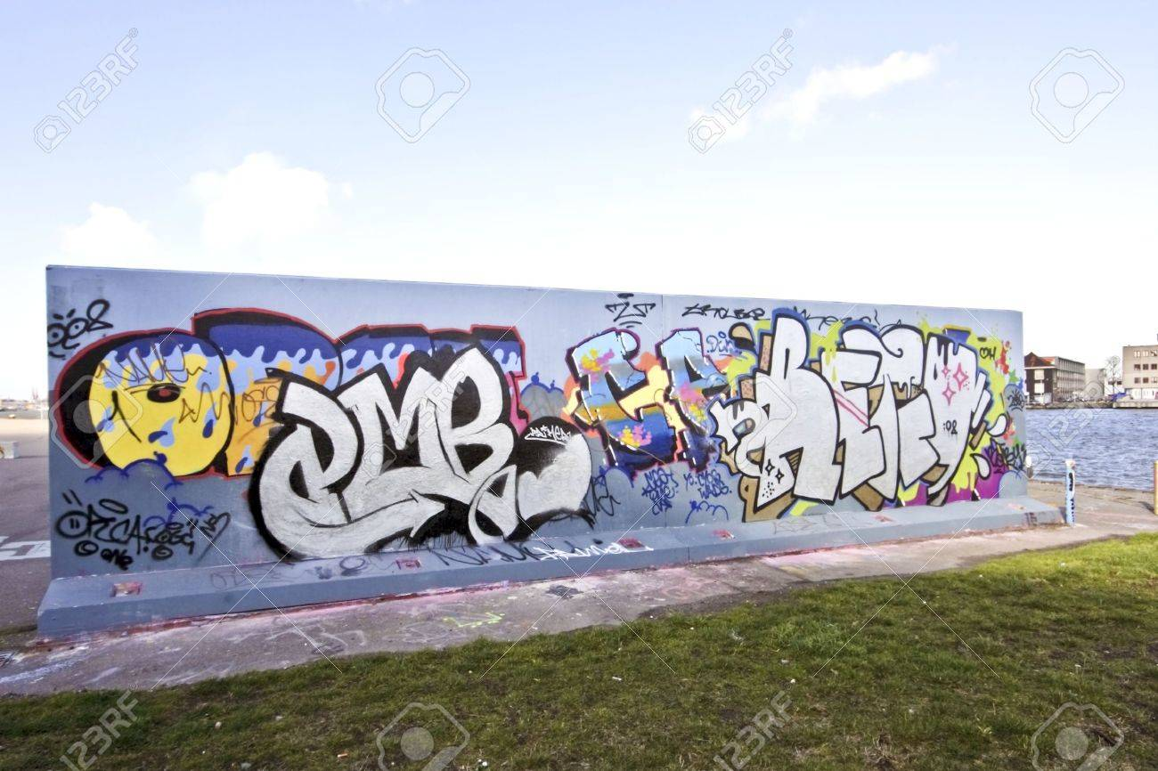 Graffiti wall pictures - Graffiti Wall Graffiti Wall In Amsterdam The Netherlands