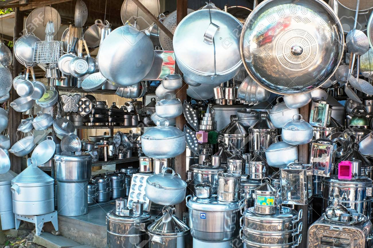 Geschäft Voller Küchenutensilien In Java Indonesien Lizenzfreie ...