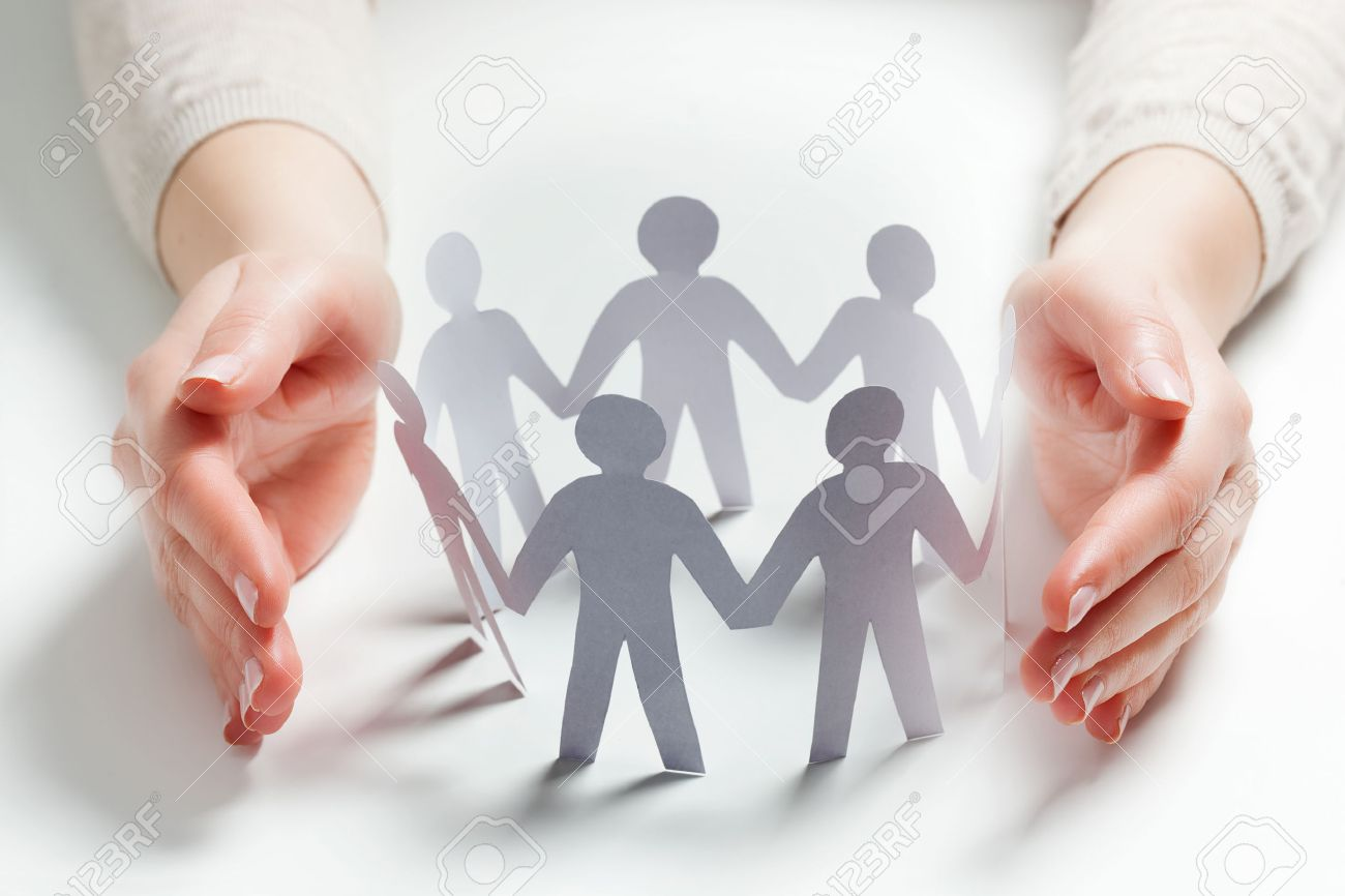 Paper people surrounded by hands in gesture of protection. Concept of insurance, social protection and support. Standard-Bild - 56766727