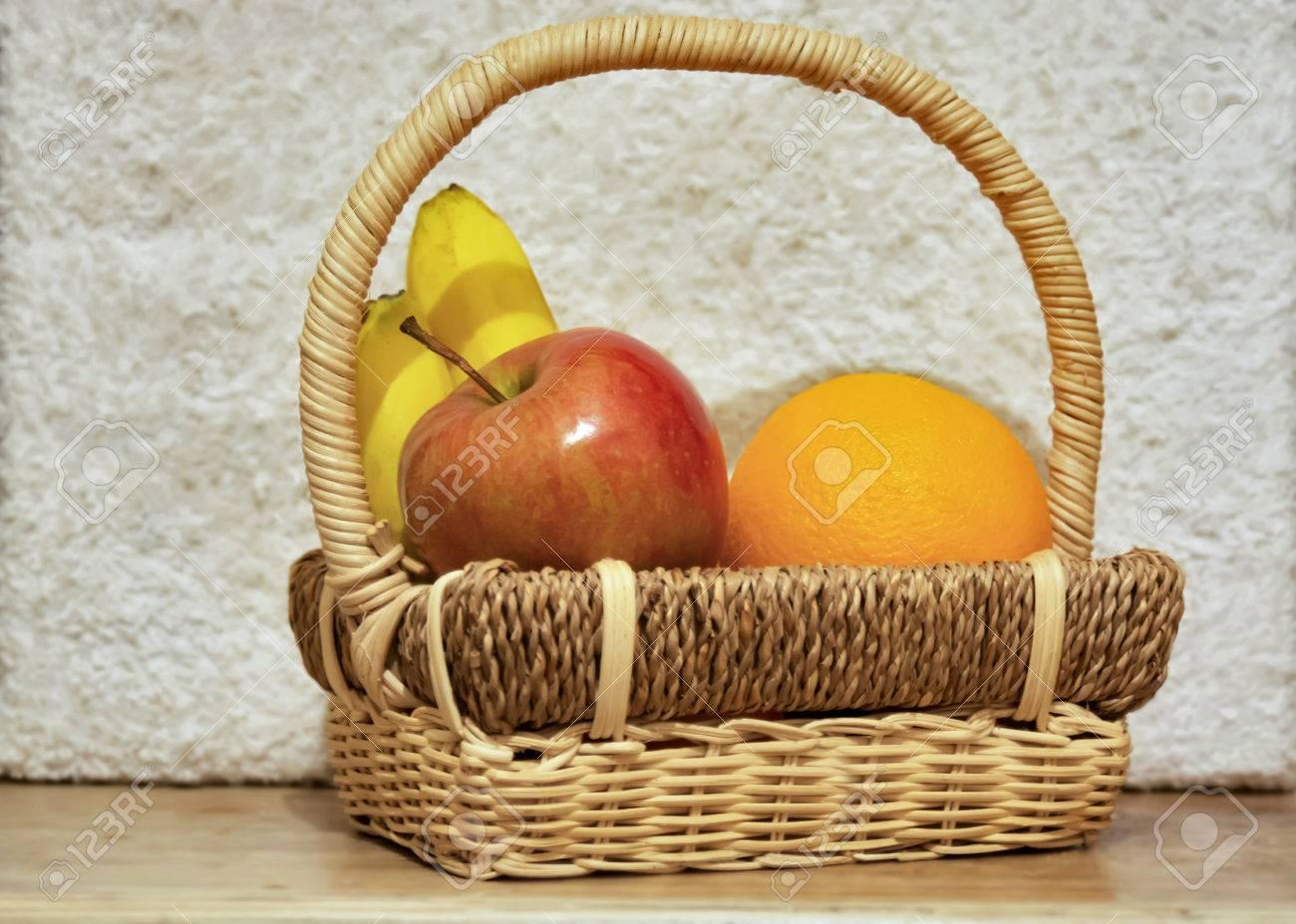 Schöne Früchte In Den Korb, Formen Und Farben Lizenzfreie Fotos ...