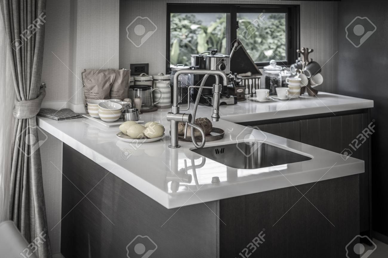 Moderne Luxus-Küche. Innenarchitektur. Lizenzfreie Fotos, Bilder Und ...