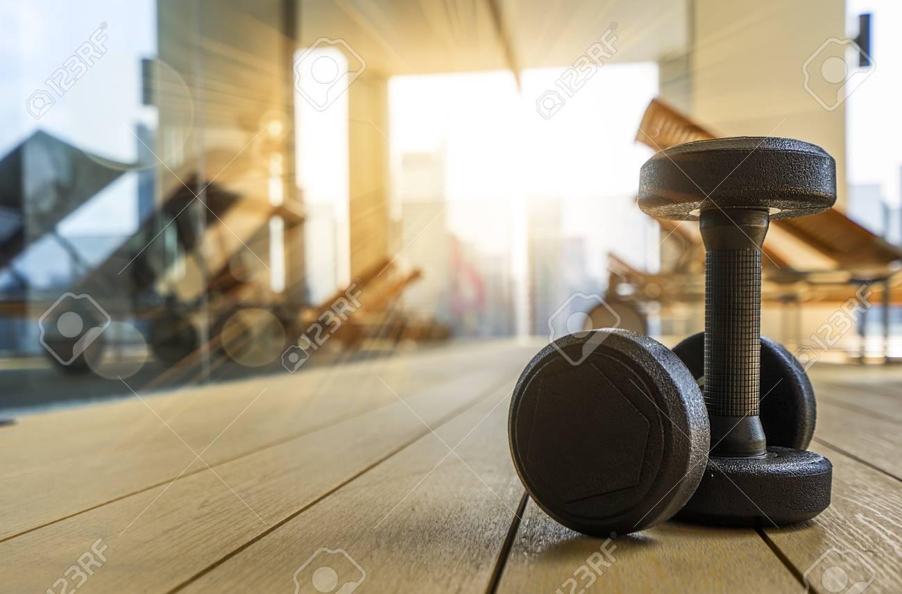 Hanteln Auf Dem Boden Im Fitnessraum Am Morgen Konzept Fur Gesunde