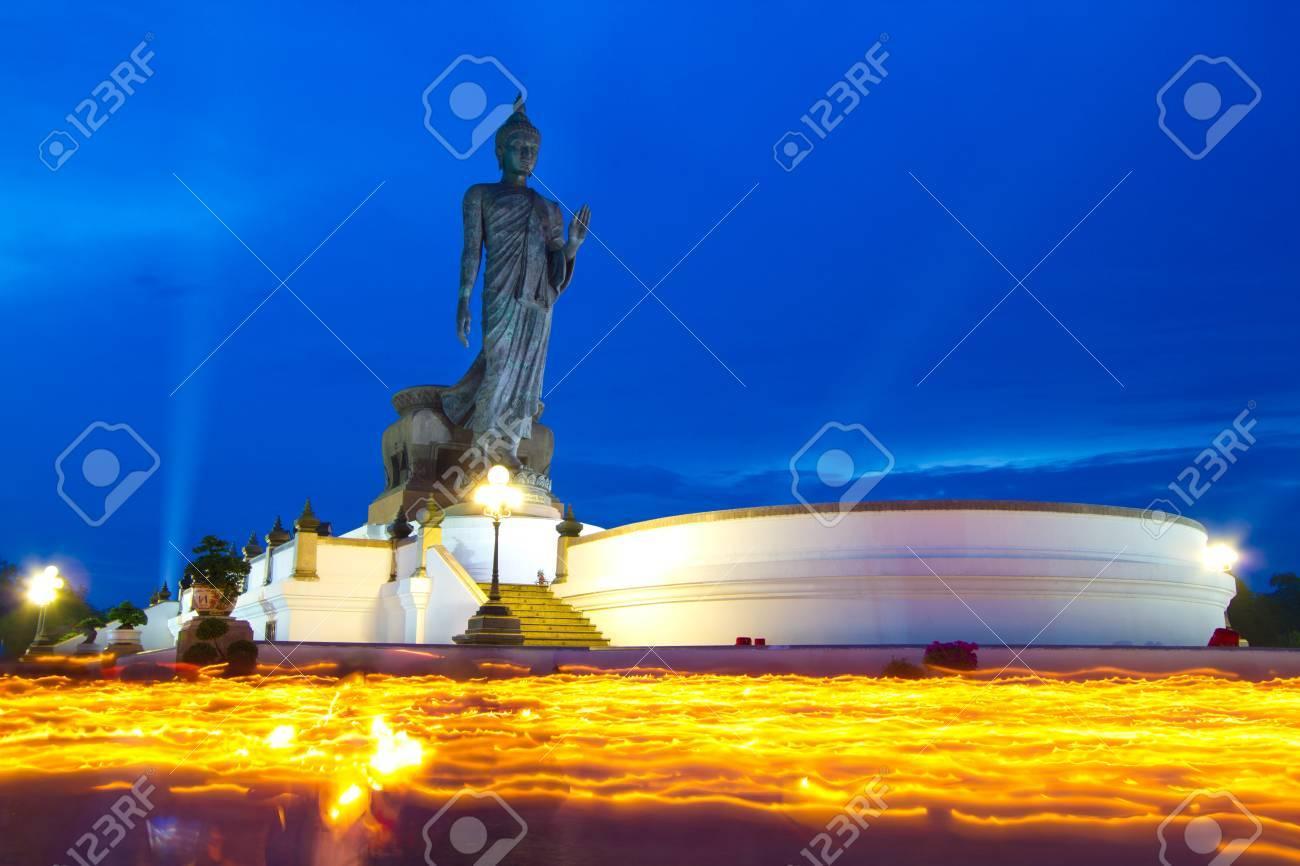 写真を撮る、万仏節、仏教徒から...