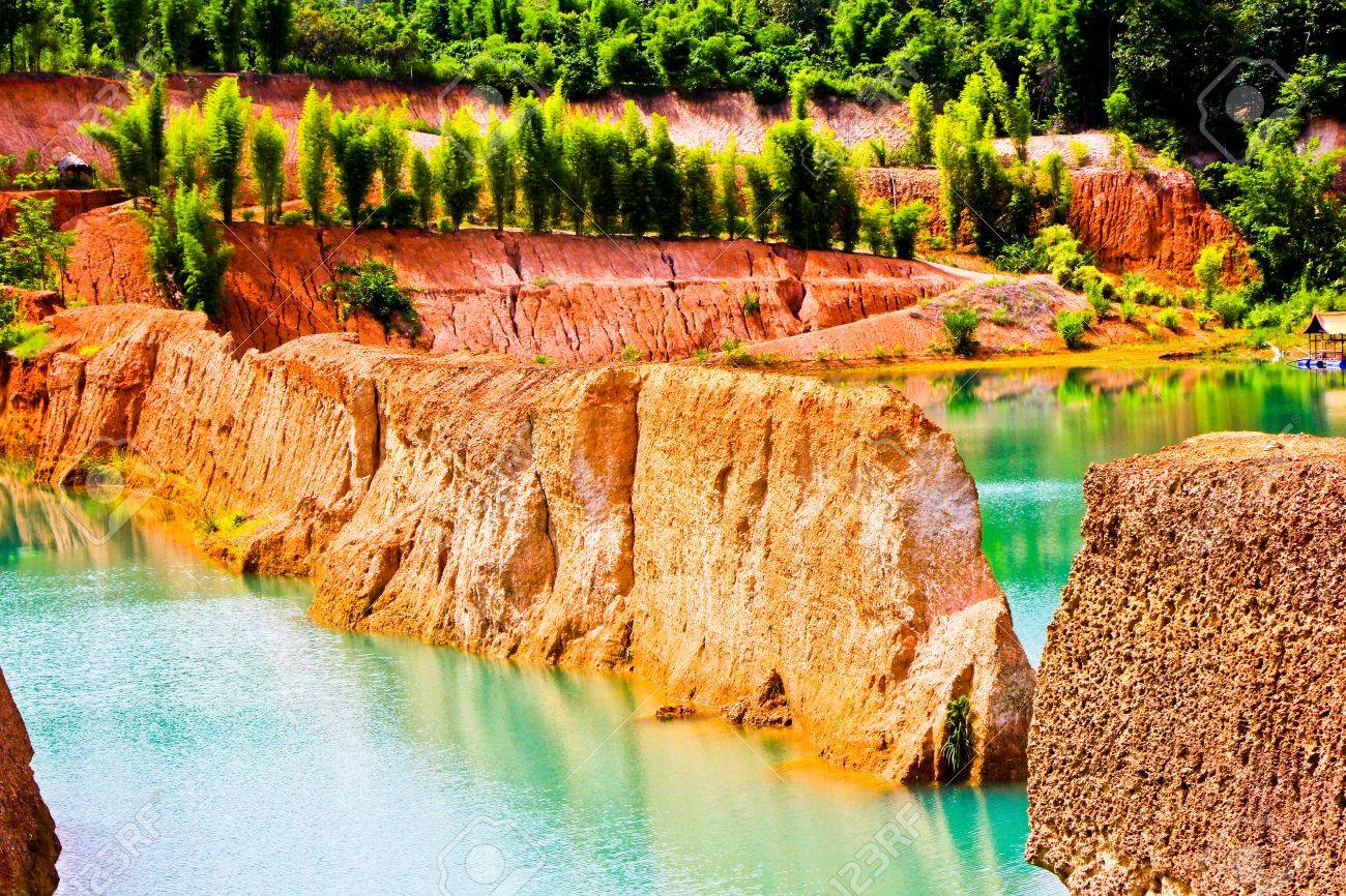 22303354 Beautiful view of Lake and Canyon in Hangdong Chiangmai Thailand  Stock Photo - TRẢI NGHIỆM CHIANG MAI BẰNG MỌI GIÁC QUAN