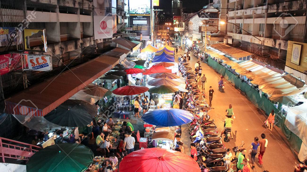Chiangmai Thailand October 9 2013 Night Life Of Warorot Stock