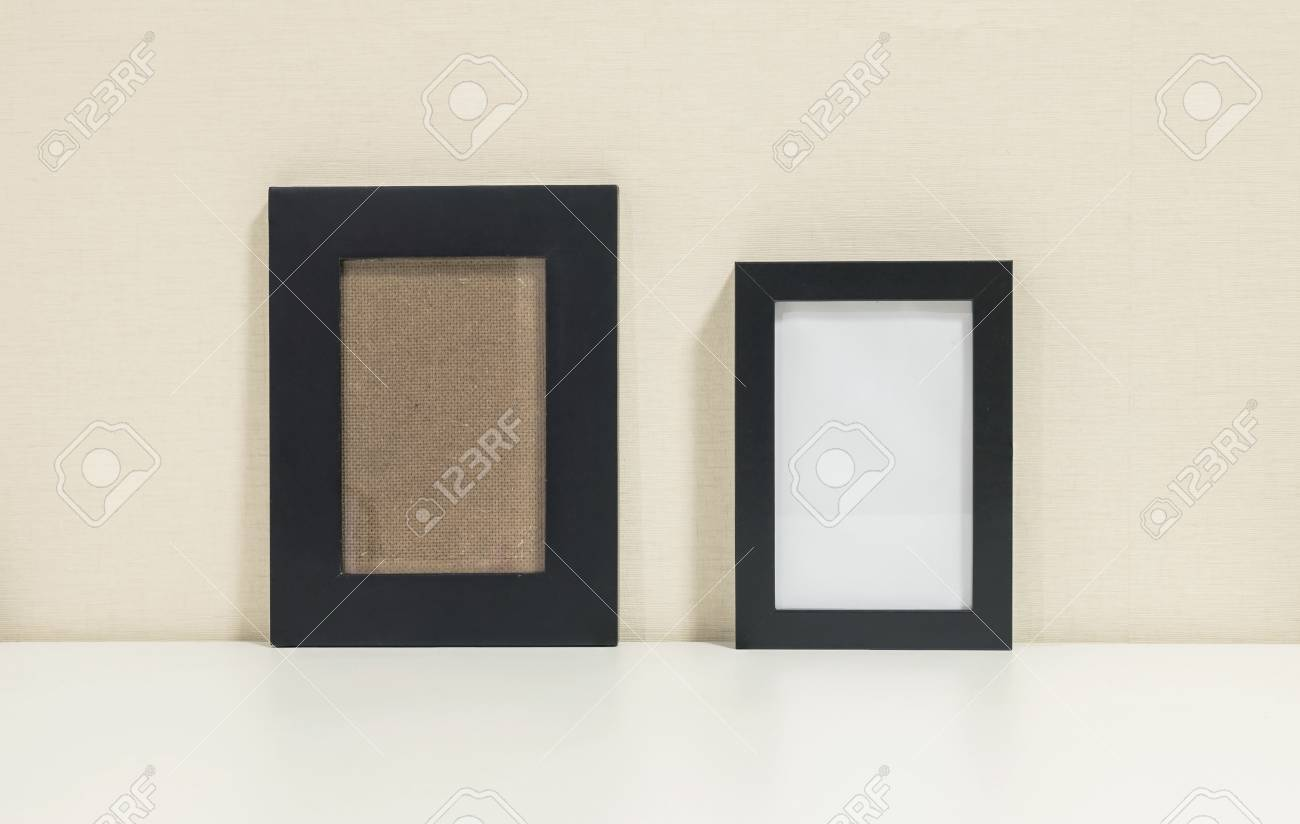 Closeup Beide Rahmen Für Foto Am Schreibtisch Im Wohnzimmer Hintergrund  Standard Bild   87646457