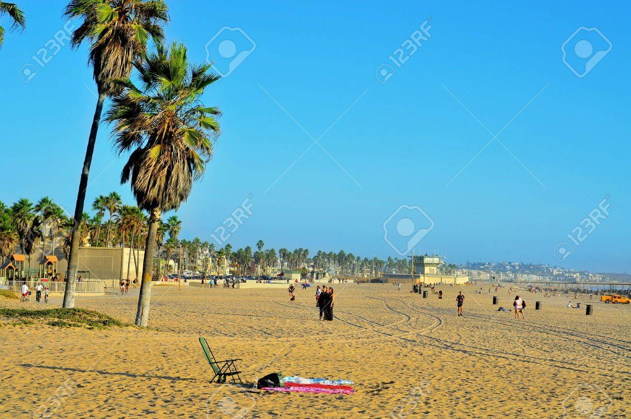 Venicee, USA - October 17, 2011: View of Venice Beach with its Pier in the background in Venice, US. Dozen of movies are filmed in the Venice Pier, a 1,310-foot (400 m) concrete structure Stock Photo - 12143398