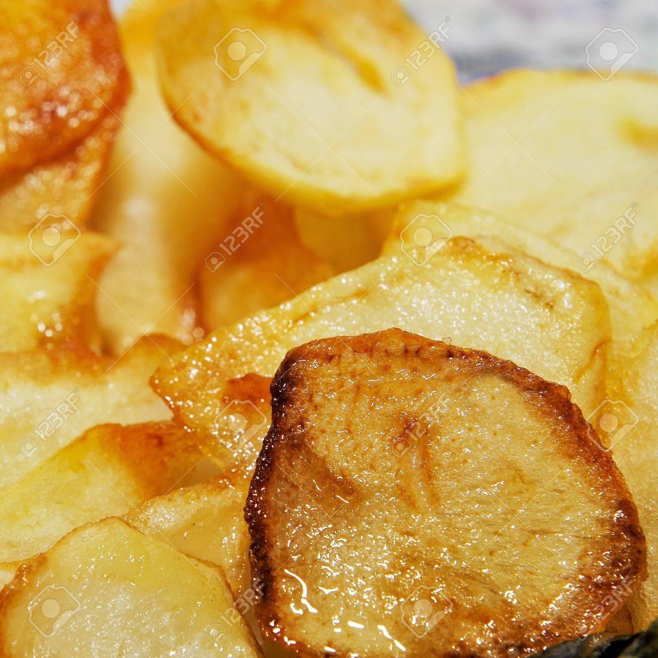 primer plano de un plato con patatas fritas españolas, papas fritas francés Foto de archivo - 16965502
