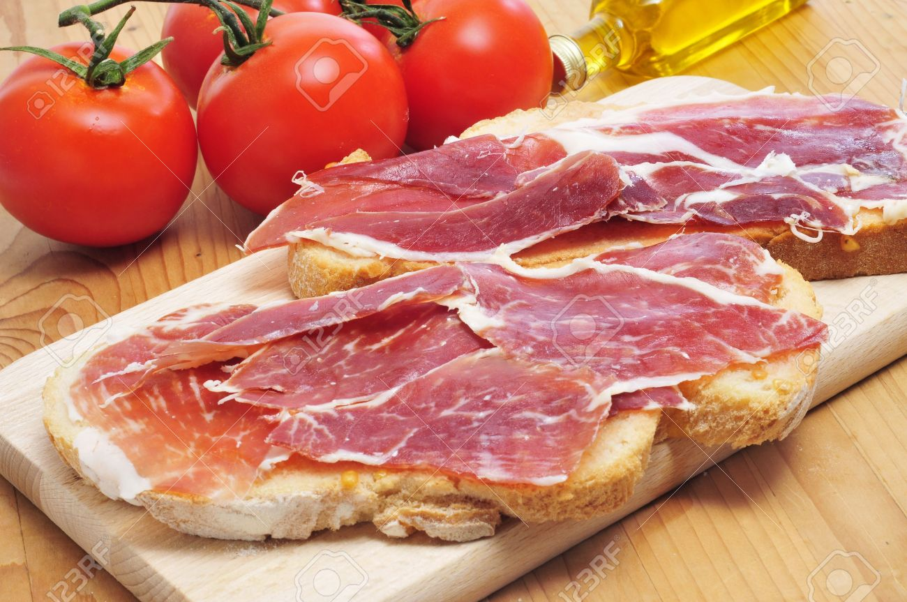 pa amb tomaquet, slices of bread with tomato, with spanish serrano ham served as tapas Stock Photo - 17795280