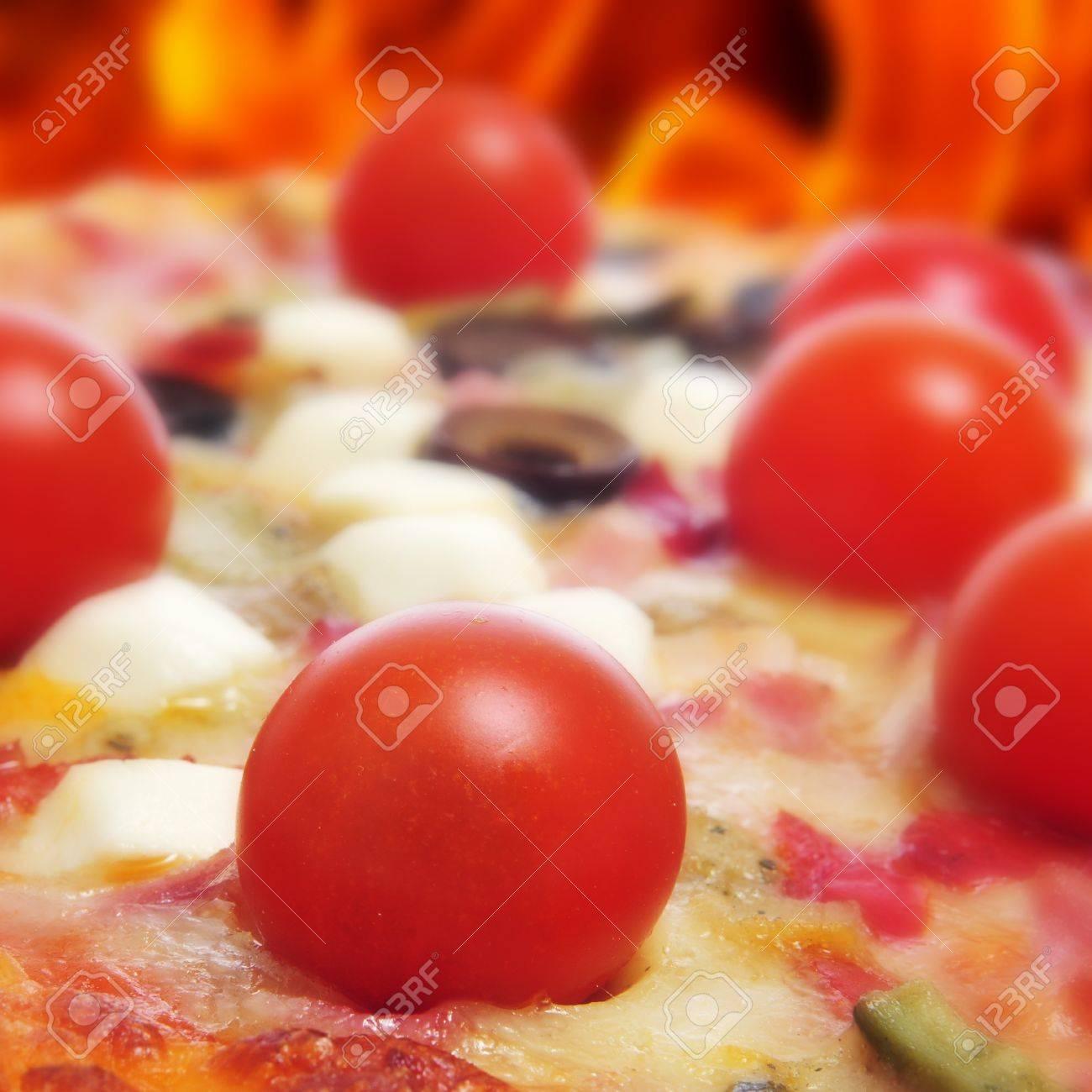 Forno A Legna Immagini closeup of a pizza in a forno a legna, a wood-fired woven