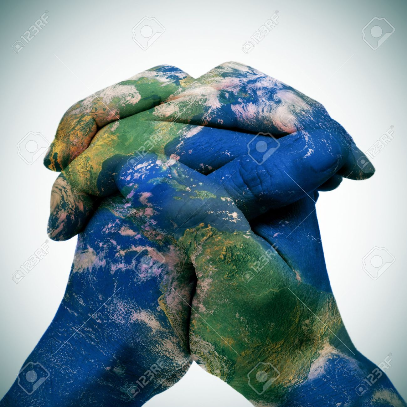 World map in the clasped hands of a man forming a globe foto world map in the clasped hands of a man forming a globe banco de imagens gumiabroncs Images